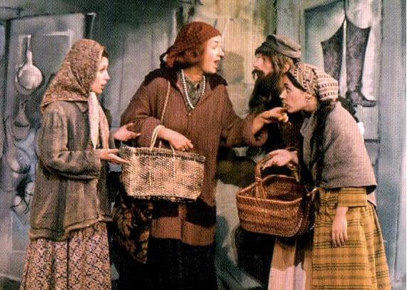 Bea Arthur Center As Yente In The 1964 Version Of